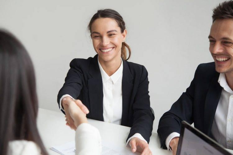 Imagem de destaque artigo Orthoclin - A importância do sorriso no mercado de trabalho
